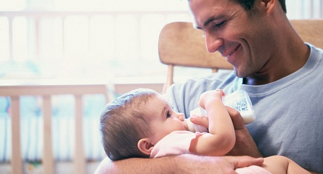 Может ли папа получить стаж и баллы за время ухода за ребенком?