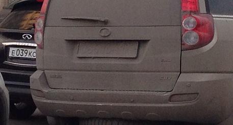 В Саратове объявлена охота на машины с грязными номерами